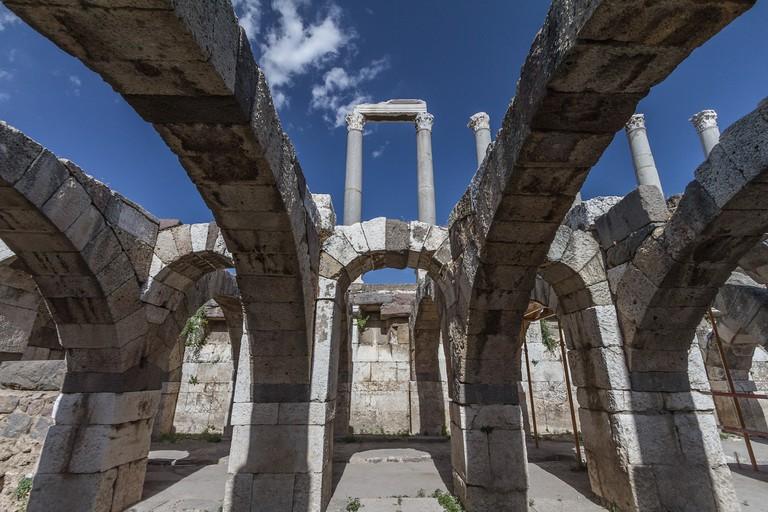 Izmir Agora Arches | © Benh LIEU SONG/Flickr