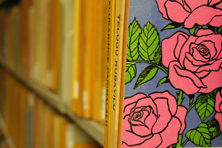 Books and roses | © Quinn Dombrowski/Flickr