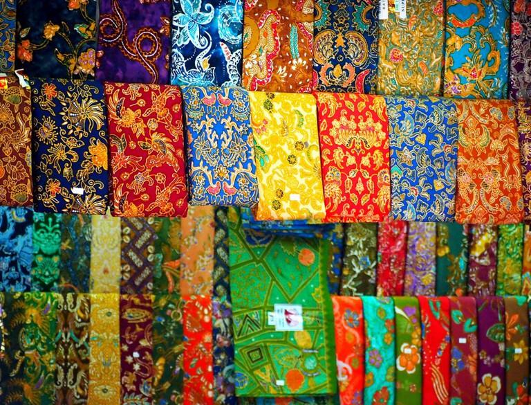 Longyis for sale at the Bogyoke Market | © momo/Flickr