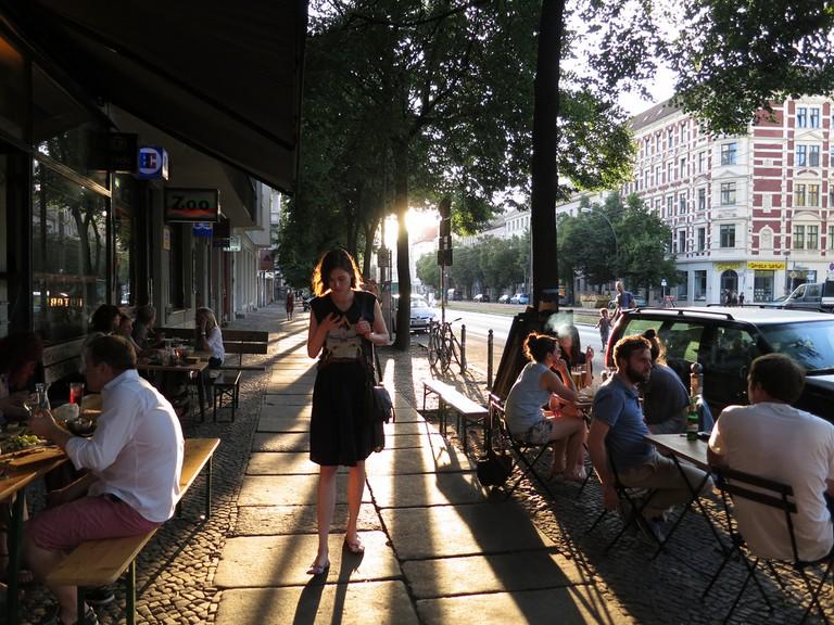 People enjoying life in Mitte | © Alper Çuğun/Flickr