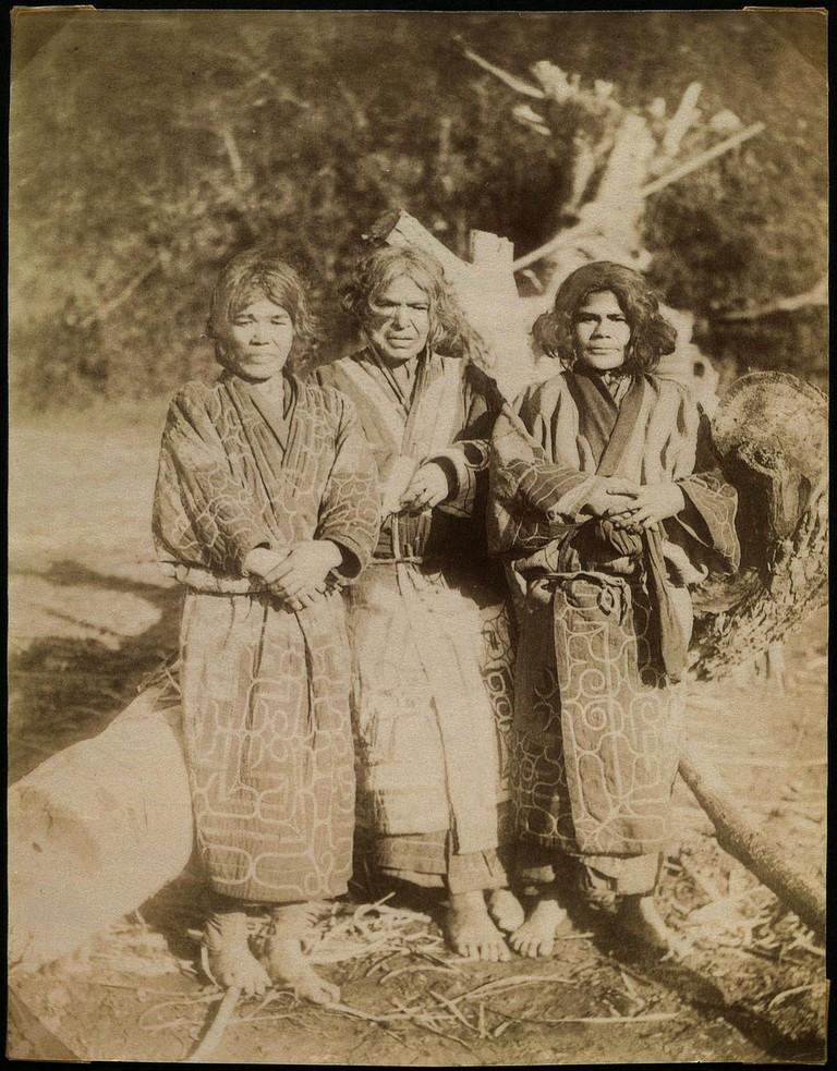 Ainu women on Sachalin (Sakhalin) | © National Museum of Denmark / Wikimedia Commons