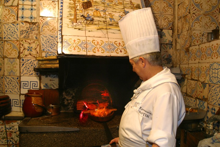 The old oven used to roast suckling pig | © Botín