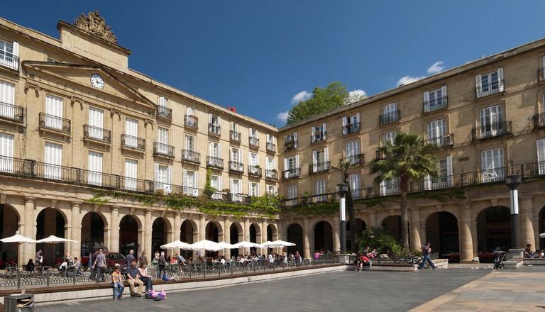 Plaza Nueva, Bilbao | © Jose Mario Pires / CC BY-SA 3.0 /Stegop / Wikimedia Commons