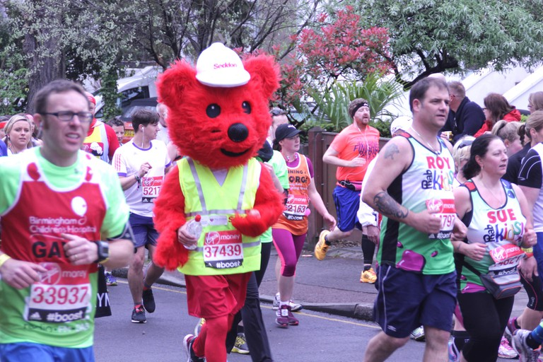 A charity runner dons a red bear costume; just one of many fancy dress fundraisers that participate | © Paul Wilkinson/Flickr
