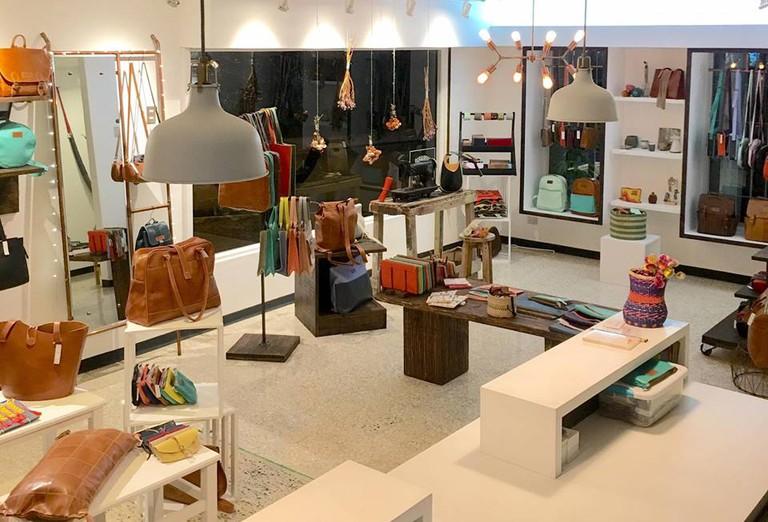 Classically beautiful boutique | © Courtesy of Cueropapel & Tijera