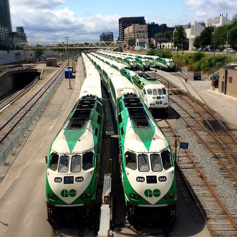 GO trains waiting for rush hour | © JasonParis/ Flickr