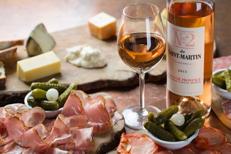 Vagabond Wines offers the classic cheese and charcuterie platters as well as more refined dishes | © Vagabond Wines
