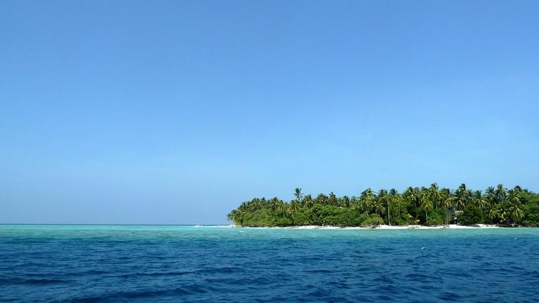 A small tropical island © Poddy/PixaBay