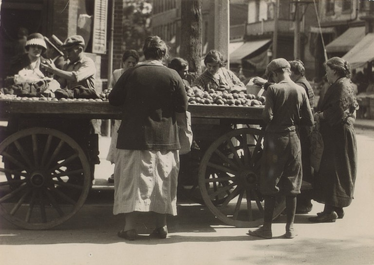 Jewish Market day in what is now known as Kensington Market, Toornto | Public Domain/ WikiCommons