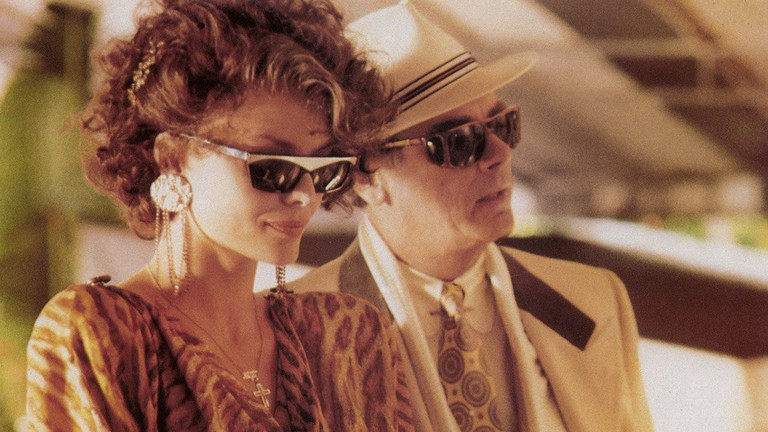 Michelle Pfeiffer and Dean Stockwell in 'Married to the Mob' | © Orion Pictures