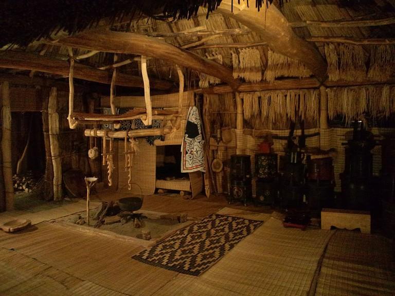 National Museum of Ethnology, Osaka - Interior of the house of Ainu - Saru River basin, Hokkaido | © Yanajin33 / Wikimedia Commons