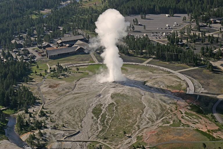 Old Faithful|©Jim Peaco, Yellowstone National Park/Flickr