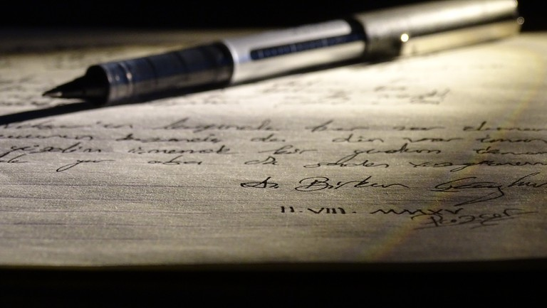 Pen and written paper | © A. Birkan CAGHAN/ Flickr