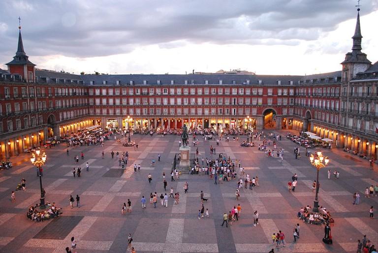 "<a href=""https://commons.wikimedia.org/wiki/File:Plaza_Mayor_de_Madrid_06.jpg"">The Plaza Mayor at dusk   © Sebastian Dubiel/WikiCommons</a>"