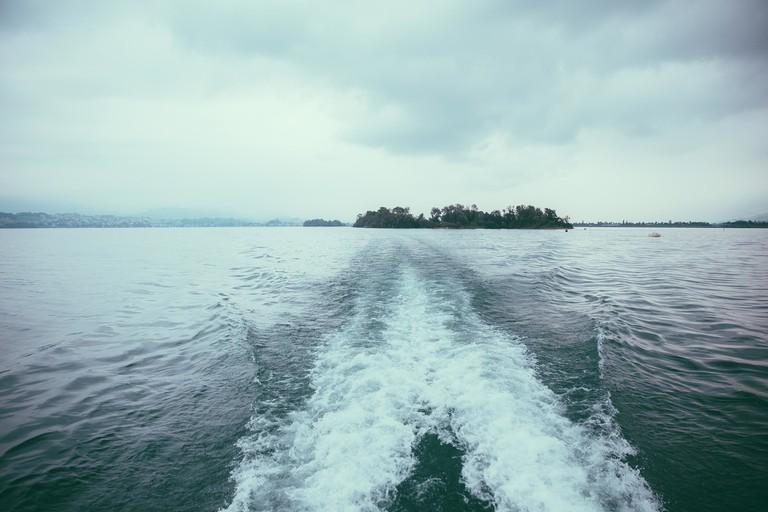 Retreating speedboat │© Unsplash / Pixabay