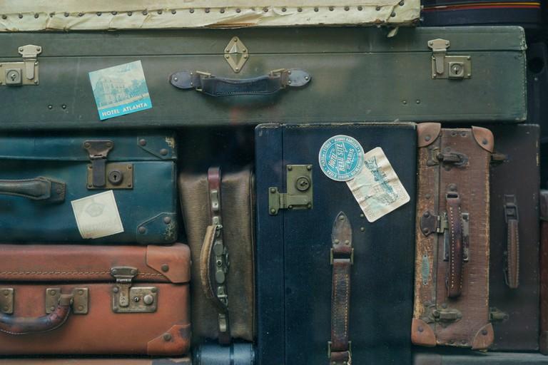 https://unsplash.com/search/suitcases?photo=Q34YB7yjAxA