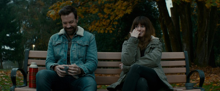 Jason Sudeikis and Anne Hathaway | © Entertainment Films