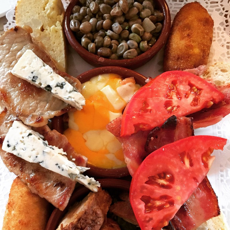 """<ahref="""" https://pixabay.com/en/tapas-spanish-food-cheese-spain-998472/""""> In Granada, all tapas is included in the price of your drink  © Pixabay </a>"""
