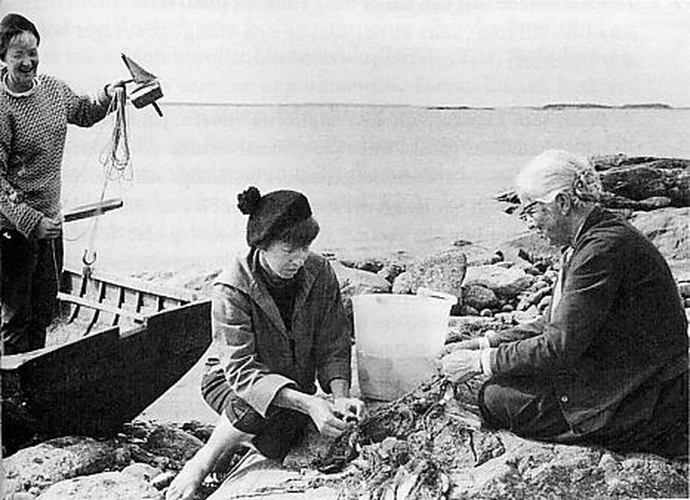 Jansson and her family fishing/ Wikicommons