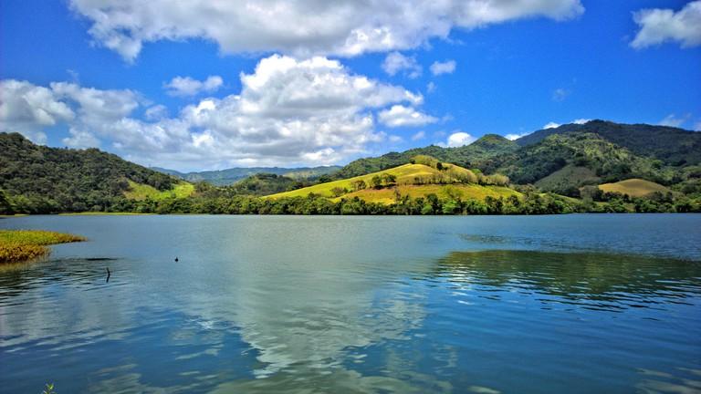 "<a href=""https://www.flickr.com/photos/tawheedmanzoor/23475084334/in/photolist-6TXSWB-KCC9G-8gPSPn-fPXJQn-oegLLU-dXca5U-dXcahu-dNe7as-BLpWHm"">Two Mouths Lake, Lago Dos Bocas | © Tawheed Manzoor/Flickr</a>"