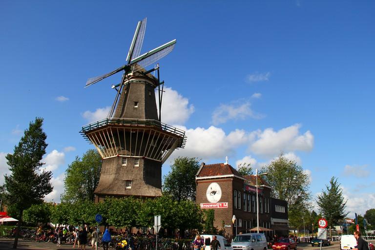 Brouwerij 't IJ and de Gooier windmill
