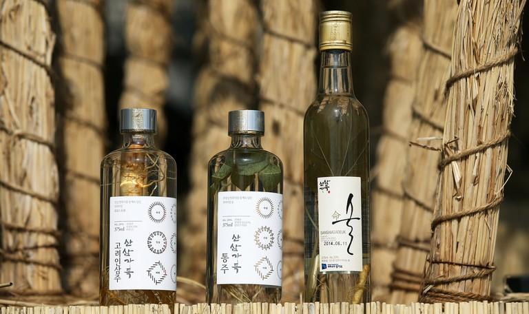 Korean wild-cultivated ginseng liquor