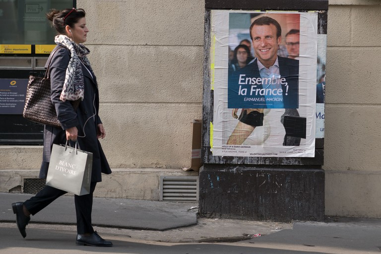 Emmanuel Macron campaign poster in Paris | © Lorie Shaull/Flickr
