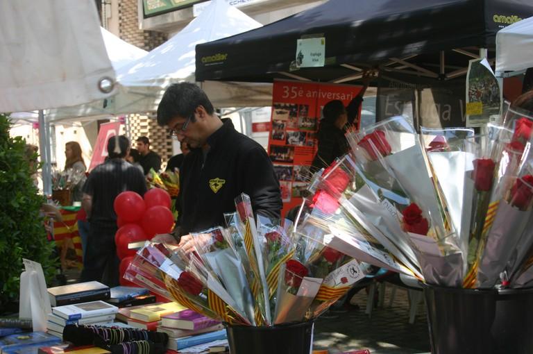 Books and flowers for Sant Jordi's Day © Ajuntament d'Esplugues de Llobregat
