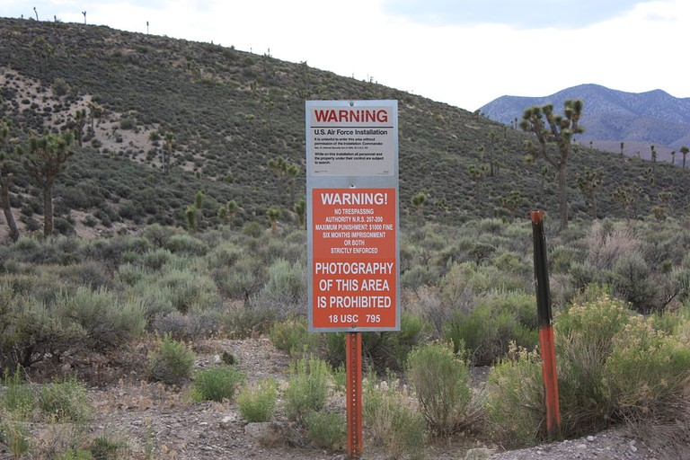 Area 51 gate | © Tim1337 / Wikimedia Commons