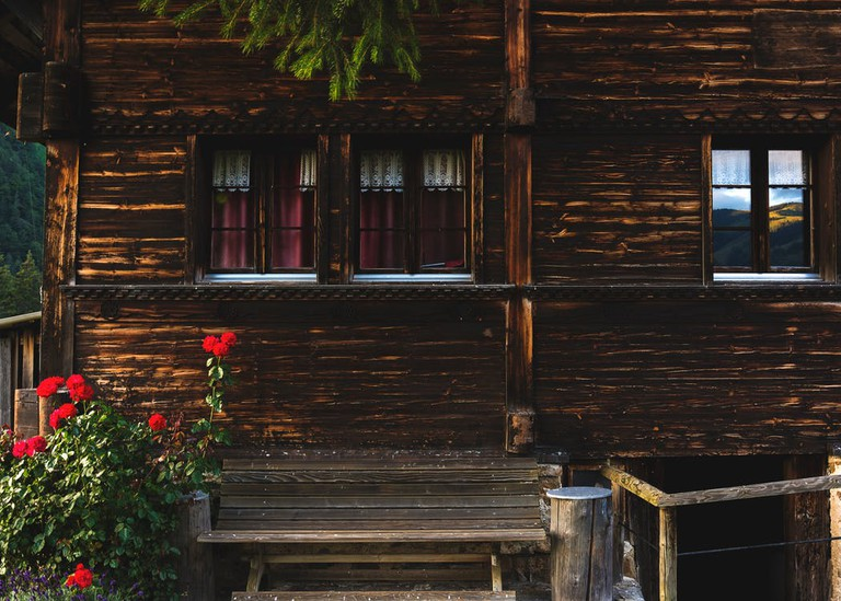 A log cabin in the woods   © Camille/Kmile/Unsplash