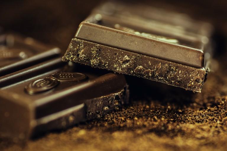"<a href=""https://pixabay.com/en/chocolate-dark-coffee-confiserie-183543/"">Chocolate | © AlexanderStein/Pixabay</a>"