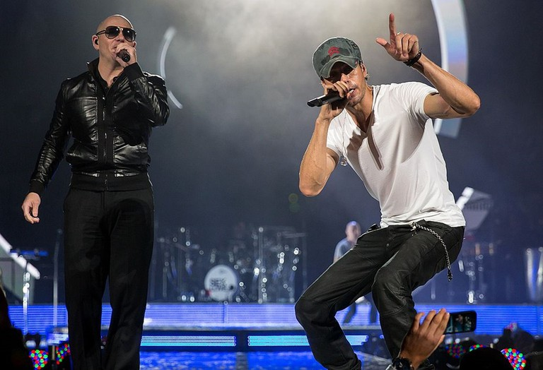 Enrique Iglesias and Pitbull in a concert