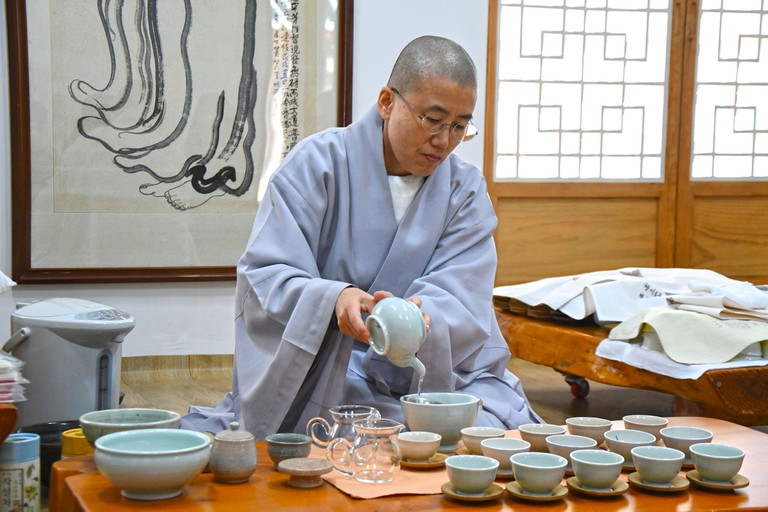 Buddhist nun performing tea ceremony I