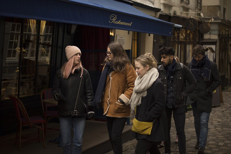 Heidi Evans leading a Women of Paris tour │ Courtesy of Women of Paris
