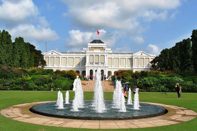 https://en.wikipedia.org/wiki/Istana_(Singapore)#/media/File:Istana_(Singapore).jpg
