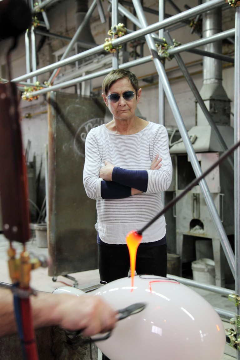Brigitte Kowanz in the Berengo Studio furnace, 2017, Photo credit: Oliver Haas