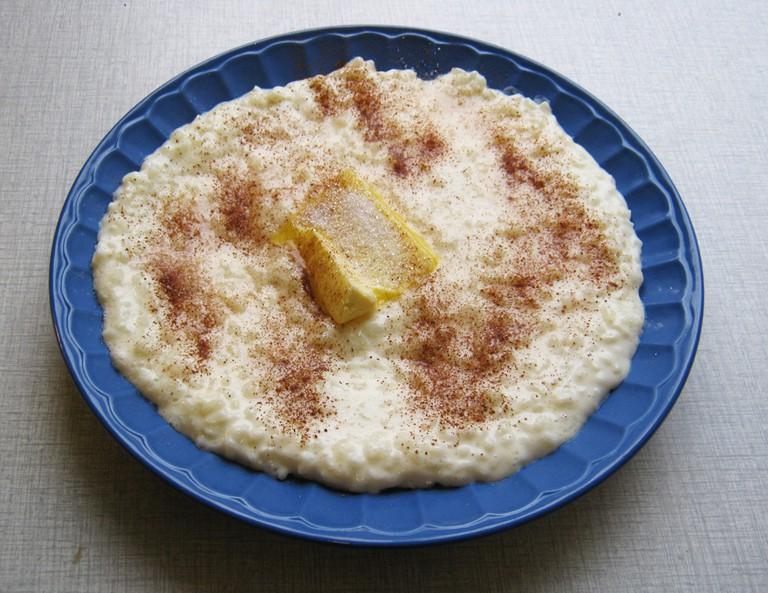 Risgrøt, hot rice porridge, with a delicious smørøye forming