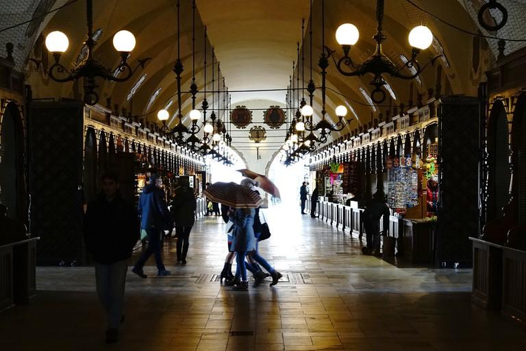 At the old market hall (Sukiennice) at Stare Miasto in Krakow | © Karl Reif/Flickr