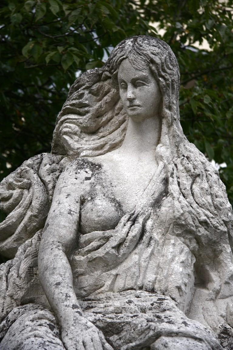 "Statue of the ""Loreley"" at the Loreley Rock, Germany | © 360b/Shutterstock"