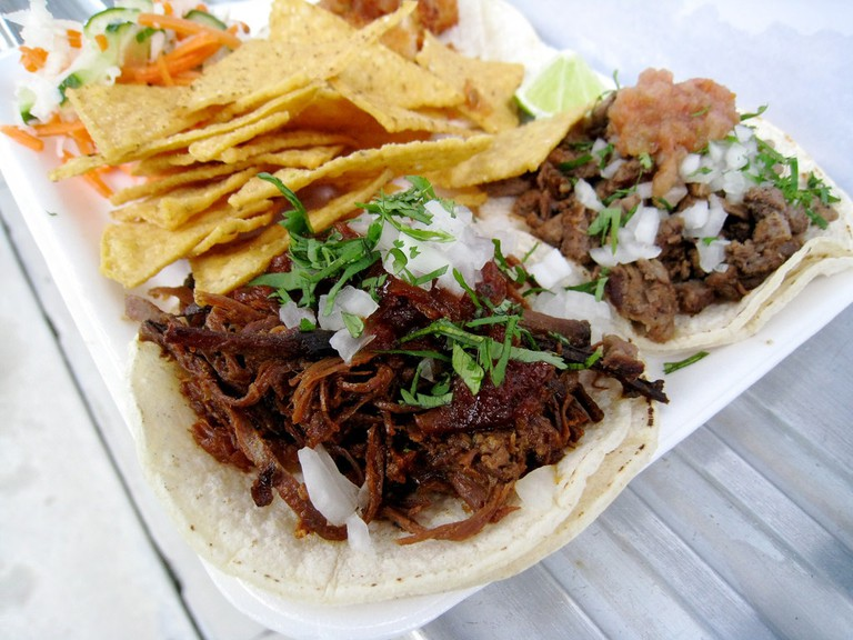 It's okay to fill up on tacos on vacation |© Tannaz / Flickr