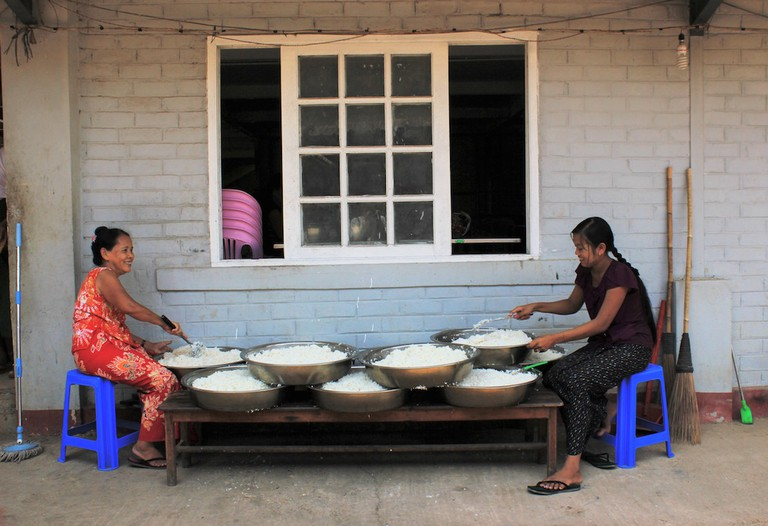 Myanmar volunteers preparing rice for over 2,500 hungry mouths