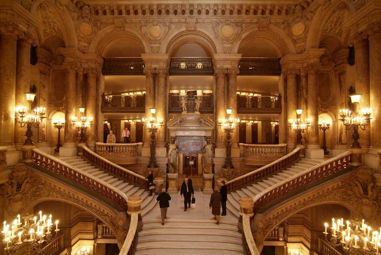 The Grand Stairwell at the Palais Garnier │© scarletgreen / Wikimedia Commons