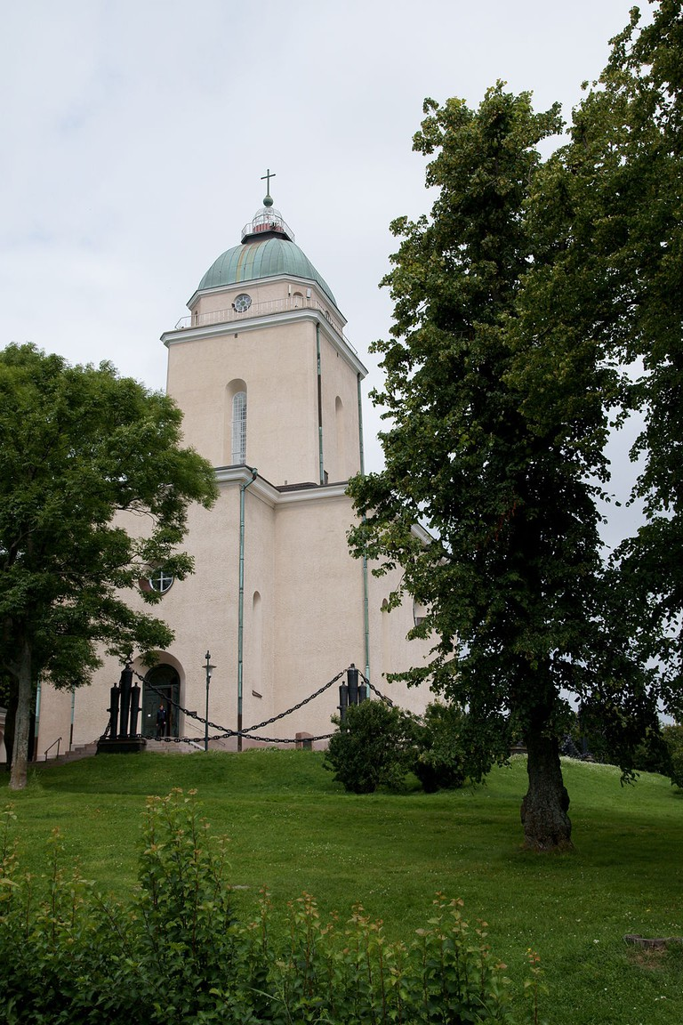 "<a href=""https://en.wikipedia.org/wiki/Suomenlinna_Church#/media/File:Suomenlinnan_kirkko_kallerna.JPG"">The Suomenlinna Church   © kallerna/WikiCommons</a>"