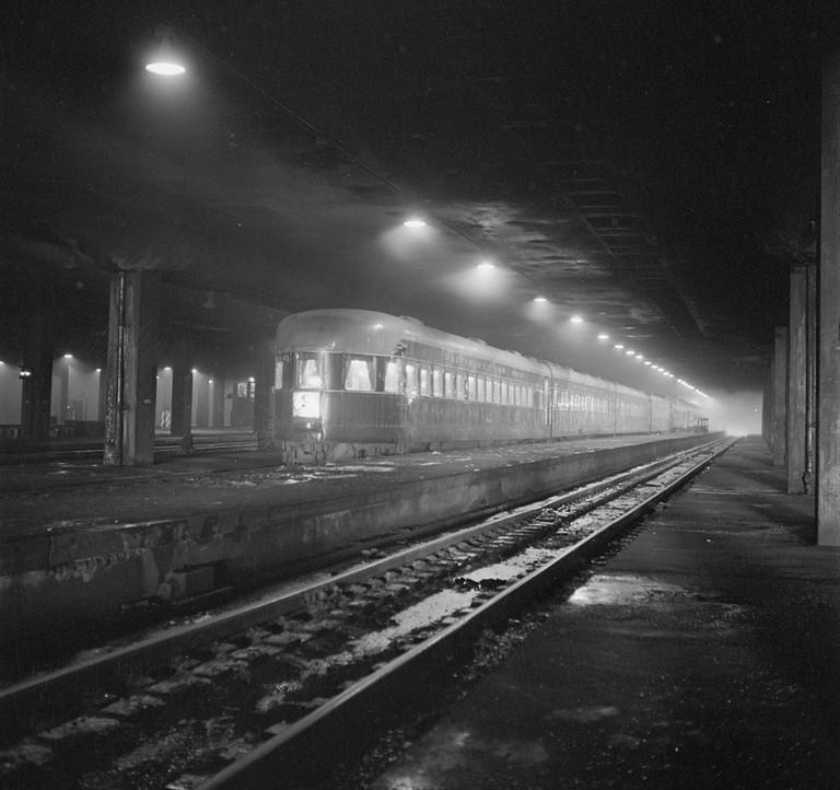 https://commons.wikimedia.org/wiki/File:B%26O_passenger_train_1943.jpg