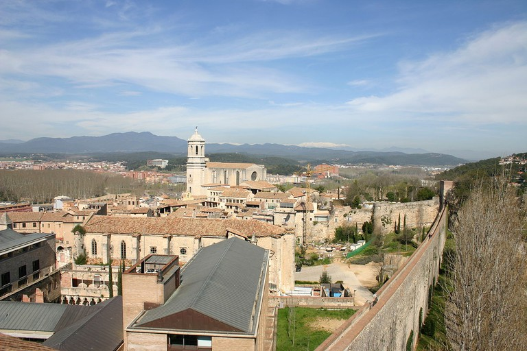 Girona City Walls | ©Yearofthedragon / Wikimedia Commons