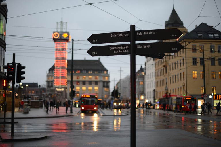 Jernbanetorget by the Central Station – the red clock tower building houses the Ruter office