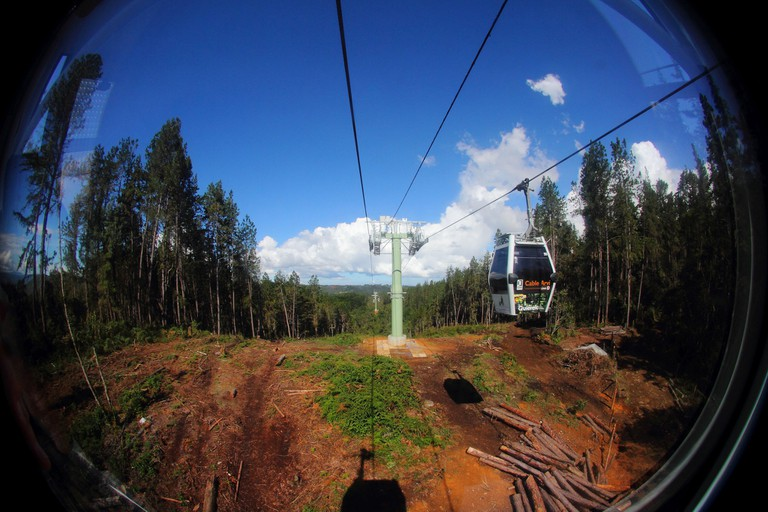 Taking the cable car up to Parque Arvi │