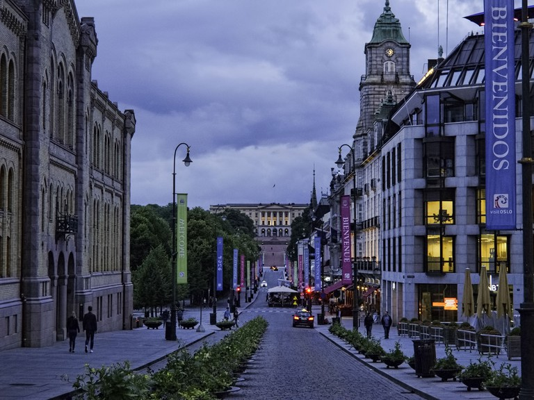 Karl Johans gate with the Grand Hotel on the right. Munch, Ibsen and Obama are amongst those who've stayed here