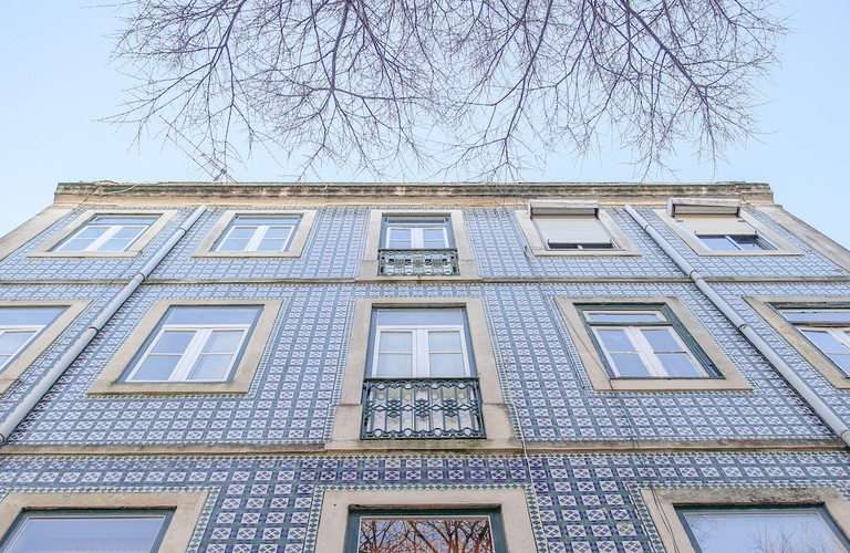 A facade covered in azulejo © Erik G. Trigos