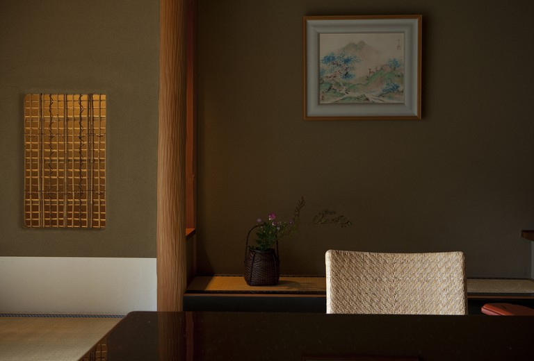 The tokonoma (alcove) of a guest room